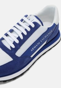 Armani Exchange - Sneakers basse - blue/white - 6