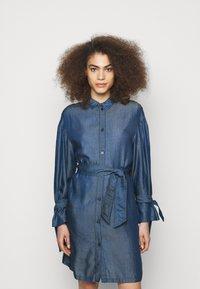 Emporio Armani - Sukienka jeansowa - denim blue - 0