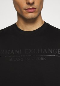 Armani Exchange - T-shirt imprimé - black - 5