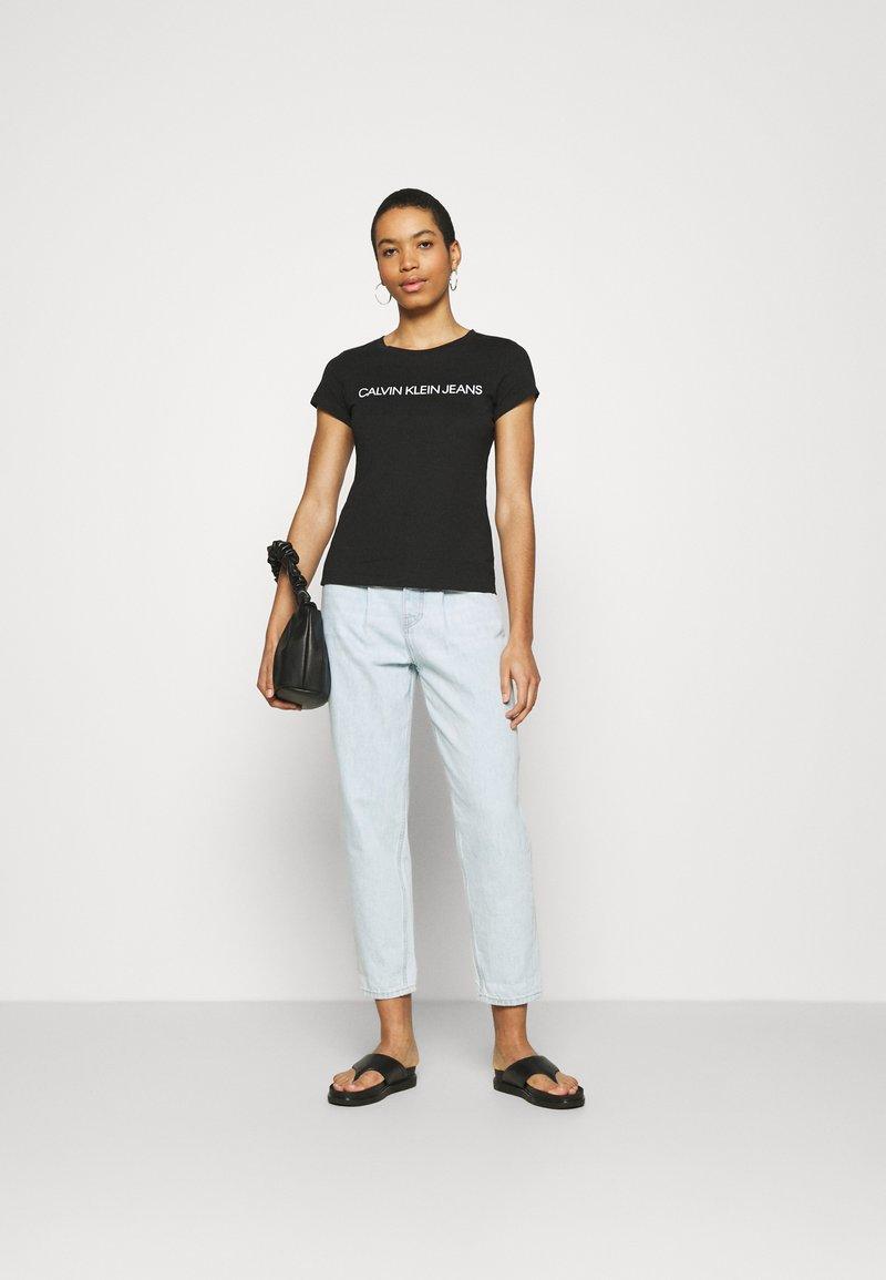 Calvin Klein Jeans - INSTITUTIONAL LOGO TEE 2 PACK - T-shirts med print - black