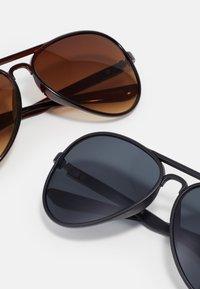 Jack & Jones - JACAVIATAS SUNGLASSES 2 PACK - Sunglasses - black/brown - 2