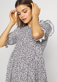 Miss Selfridge - TEXTURED MINI DRESS - Denní šaty - white - 3