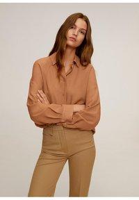 Mango - RORO - Button-down blouse - middenbruin - 0