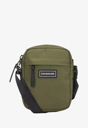 RE-CONSIGNED FLINN - Across body bag - green