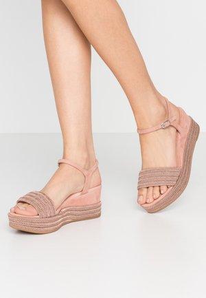 KATIA - Sandały na platformie - rosa