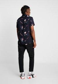 New Look - GILI FLORAL  - Skjorter - blue pattern - 2