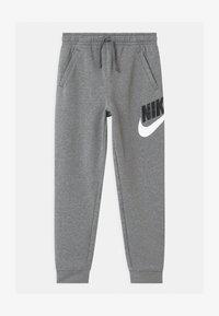 Nike Sportswear - PLUS CLUB - Teplákové kalhoty - carbon/smoke grey - 0