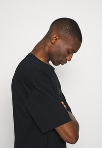 edc by Esprit - Camiseta estampada - black - 3