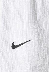 Nike Sportswear - Shorts - white/black - 7