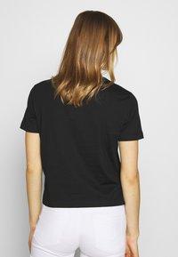 Calvin Klein Jeans - IRIDESCENT STRAIGHT TEE - Triko spotiskem - black - 2