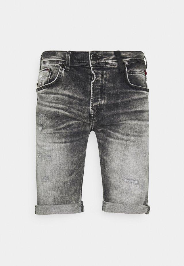 CORVIN - Shorts di jeans - stone grey wash