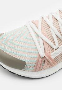 adidas by Stella McCartney - ULTRABOOST 20  - Zapatillas de running neutras - pearl rose/ash green/tech beige - 5