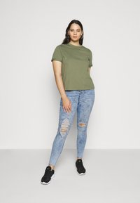 Missguided Plus - BUTTON FRONT LAWLESS - Jeans Skinny Fit - acid wash - 1