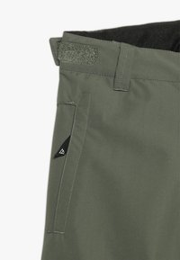 Brunotti - FOOTSTRAP BOYSSNOWPANTS - Talvihousut - beetle green - 3