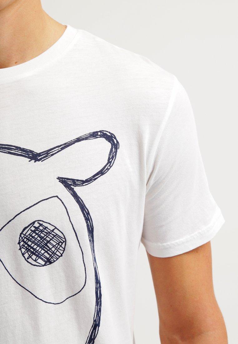 Knowledge Cotton Apparel ALDER BIG OWL TEE - T-shirt z nadrukiem - weiß - Odzież męska Tani