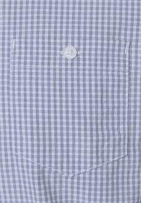 TOM TAILOR - MIT BRUSTTASCHE - Shirt - light blue fil a fil vichy - 4