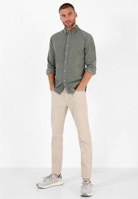 Scalpers - CORDUROY - Shirt - light khaki - 1