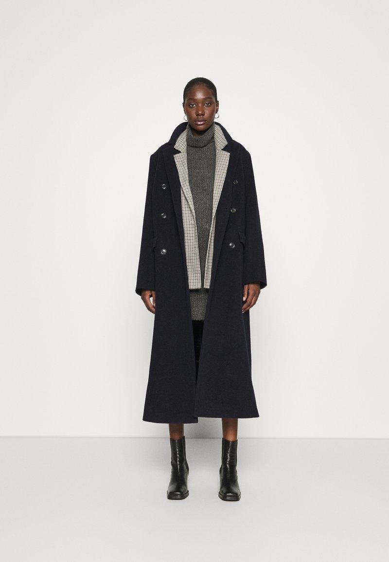 Abercrombie & Fitch TEXTURAL CREW DRESS - Strickkleid - dark gray heather/grau Oax6Vd