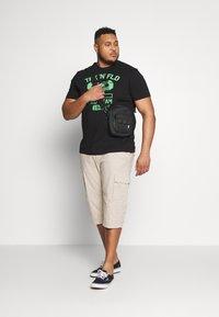 s.Oliver - BERMUDA - Shorts - brown - 1