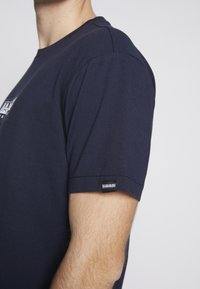 Napapijri The Tribe - SOX  - Print T-shirt - blu marine - 3