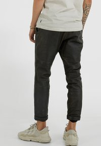 YOUNG POETS SOCIETY - Leather trousers - vintage black - 2
