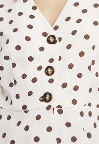Glamorous Petite - SPOT BUTTON FRONT BLOUSE - Blouse - cream/brown - 5
