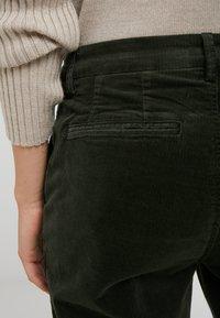 CLOSED - JACK - Trousers - caper green - 4