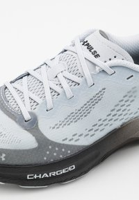 Under Armour - CHARGED PULSE - Zapatillas de running neutras - halo gray - 5