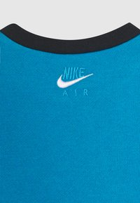 Nike Sportswear - AIR CREW SET - Tracksuit - black/laser blue - 4