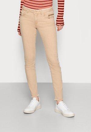 SUMNER BALANCE PANT - Jeans Skinny Fit - incense