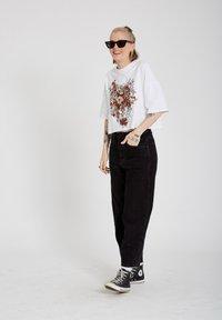 Volcom - FA FORTIFEM TEE - Print T-shirt - white - 1