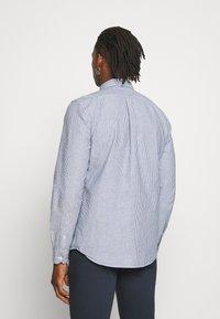 CLOSED - BASIC SHIRT - Shirt - fading indigo - 2