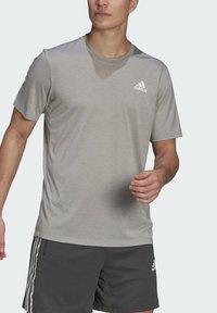 adidas Performance - Basic T-shirt - medium grey heather/white - 4