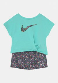 Nike Sportswear - SPRINKLE SCOOTER SET - Camiseta estampada - black - 0