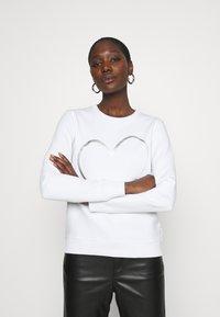 Calvin Klein - VALENTINES CREW NECK - Sweatshirt - bright white - 0