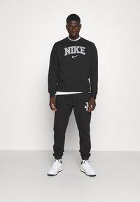 Nike Sportswear - RETRO CREW - Sweatshirt - black - 1