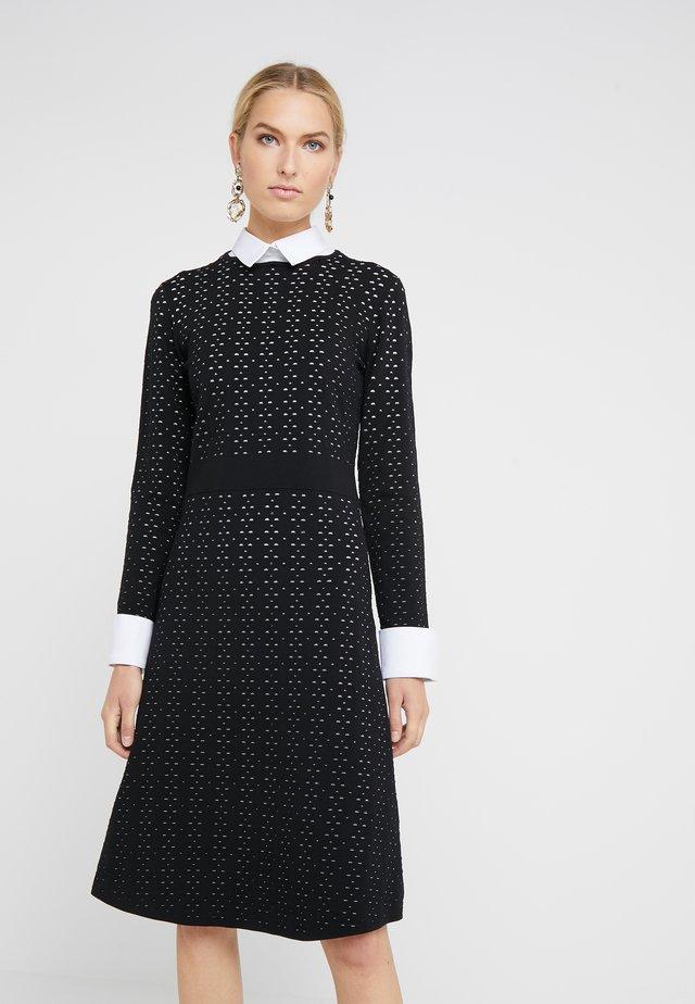 NEW YORK STYLE DRESS - Sukienka dzianinowa - black/white