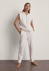 Massimo Dutti - MIT KAPUZE  - Waistcoat - white - 1