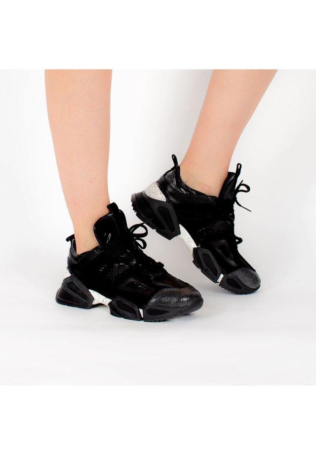 SNEAKERS PRICILIA - Sneakers laag - schwarz