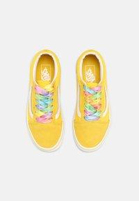 Vans - UY OLD SKOOL - Sneakers laag - rainbow/cyber yellow/true white - 3