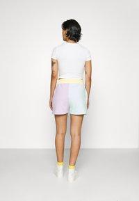 Karl Kani - SIGNATURE BLOCK - Shorts - mint - 3