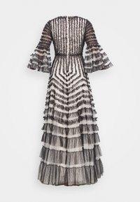Needle & Thread - LA VIE EN ROSE GOWN - Společenské šaty - champagne/graphite - 1