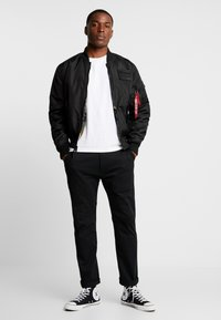 Alpha Industries - REVERSIBLE TEDDY - Bomberjacks - black - 1