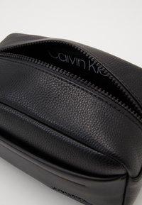 Calvin Klein - DUTY  WASHBAG - Trousse - black - 4
