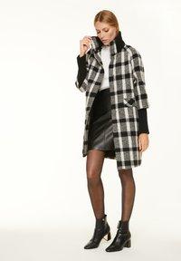 comma - Short coat - black white - 1
