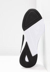 Puma - FLYER RUNNER - Zapatillas de running neutras - black/white/pink alert - 4