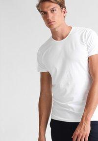 Sloggi - 24/7 O-NECK 2 PACK - Undershirt - white - 1