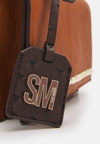 Steve Madden - BFLAIR - Across body bag - cognac - 4