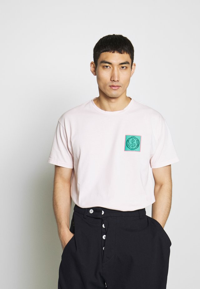 NEW BOXY CLIMATE PATCH - Print T-shirt - pink