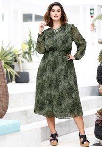 Sara Lindholm by HAPPYsize - Day dress - grün,schwarz - 1